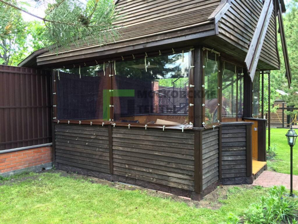 Готовый объект с мягкими окнами на летней беседке